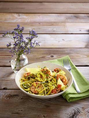 Das Rezept für Zucchininudeln mit Garnelen und weitere kostenlose Rezepte auf LECKER.de