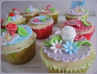 Sweet Janis: Cupcakes cuore di fragola e frosting al cioccolato bianco