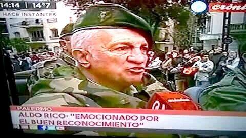 REPUDIABLE: EL CARAPINTADA ALDO RICO DESFILO Y FUE HOMENAJEADO   Cambiamos: Aldo Rico fue homenajeado en el desfile por el Bicentenario El ex carapintada que intentó derrocar al gobierno de Raúl Alfonsín en 1987 desfiló como uno de los héroes de Malvinas. El ex militar Aldo Rico jefe del levantamiento carapintada que intentó terminar con el gobierno de Raúl Alfonsín en 1987 participó como uno de los homenajeados por el país en el marco del desfile militar por el Bicentenario de la…