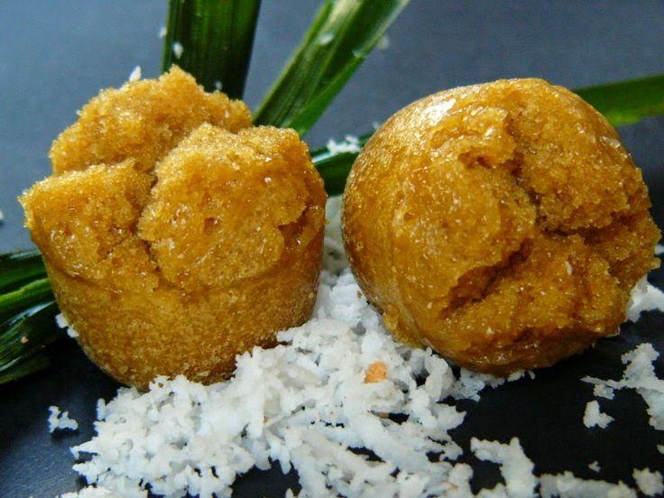 Bahan:  225 gr gula merah  50 gr gula pasir  225 ml air kelapa muda  2 lembar daun pandan  5 lembar daun jeruk  250 gr tepung beras  25...