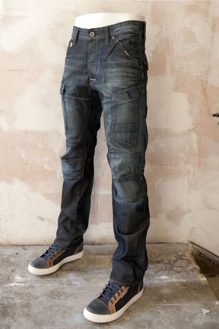 The G-Star Mens Jeans 'General' Dark Tapered features a lot of details like the knee patches or the distinctive stitching - available @ www.BootsJeansandLeathers.com