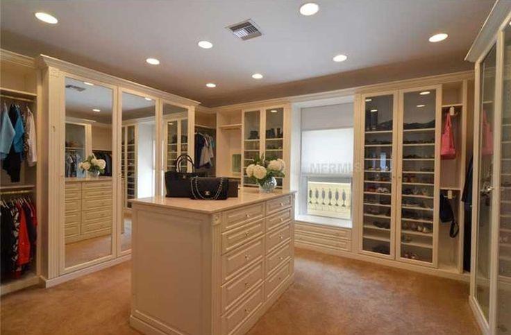 35 beautiful walk in closet designs mirrored wardrobe for Beautiful walk in closets