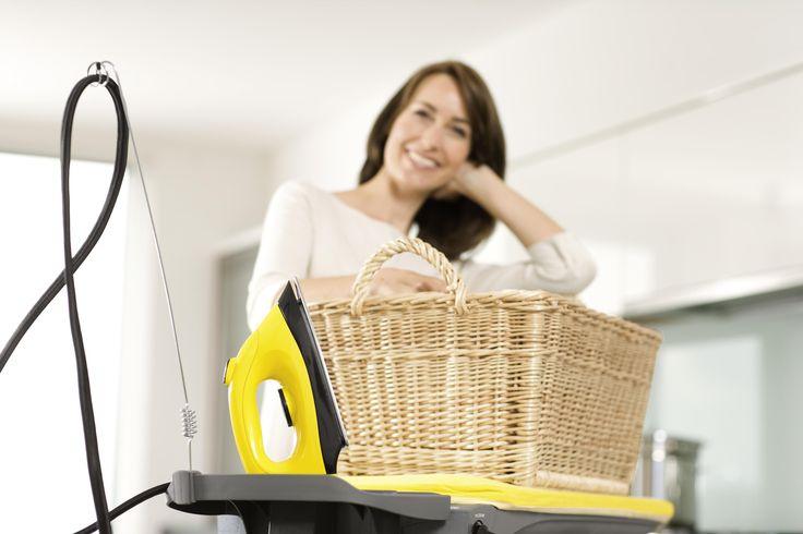 Τι κάνετε όταν έχετε στοίβες ρούχων για σιδέρωμα και καθόλου χρόνο;  Η απάντηση είναι τα σίδερα ατμού Kärcher.  Τώρα μπορείτε να σιδερώνετε γρήγορα, αποτελεσματικά και
