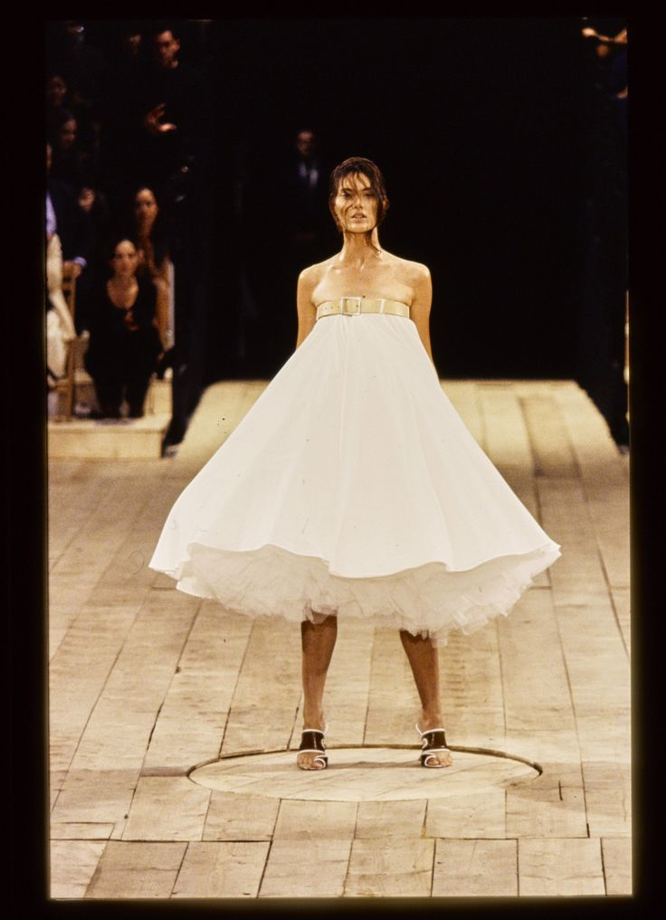 When Alexander McQueen's Robots Spray-Painted Shalom Harlow