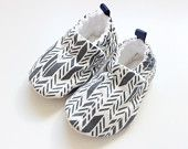 grey arrows baby shoes, Soft Sole Baby Shoes, Fabric Baby Booties boys