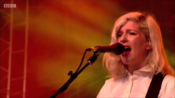 "ALVVAYS ""New Haircut"" Live At Glastonbury 2015"