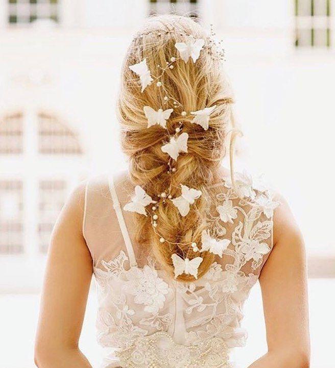 ❁˚ 海外花嫁さんから、 可愛すぎる#ブライダルヘア 発見🌟 あみおろしの#ラプンツェルヘア に、 #ちょうちょ のヘアアクセサリー が たーーーっぷり🎀🎀🎀 * まるで、蝶々が羽ばたいているように見えます✨ 『1度夫婦になったらもう2度と離れない』と いわれる蝶々は、 縁起もよくって結婚式にぴったりのモチーフ🦋 * 見た目だけが素敵なだけじゃなくって、 意味までとっても素敵な#髪型 です💕🌷💫✨ ❁˚ Photo by @praisewedding #プレ花嫁#結婚式準備#ヘアアレンジ#花嫁ヘア#結婚式ヘア#結婚式ヘアアレンジ#編みおろし#お色直しヘア#ウェディングフォト#ラプンツェル#ヘアアクセサリー#ヘッドドレス#2017秋婚#2017冬根#2018冬婚#2018春婚#marryxoxo