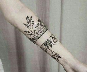 in love w this b+w floral forearm tattoo