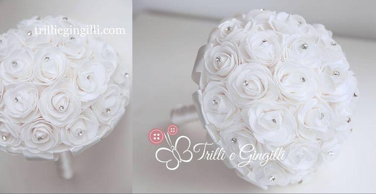 Bouquet di rose bianche con punti luce. White roses bouquet with strass. Vuoi vedere altri bouquet originali? Vai su www.trilliegingilli.com