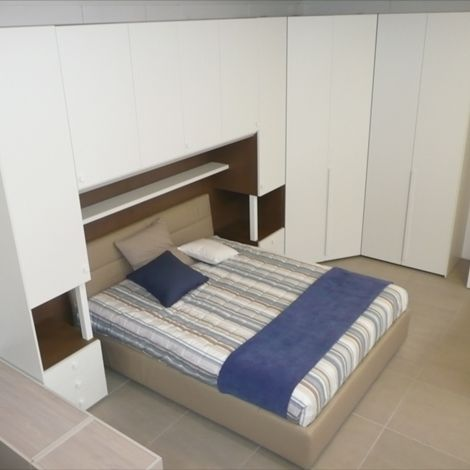 Camera matrimoniale a ponte con colonne comodino dielle modus, cabina armadio, ponte con mensola sopra letto - (letto escluso)