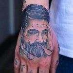 """Tatuaje de una pareja al estilo clásico de los tatuajes. Realizado por Mike Adamsdel estudio """"Thicker than water"""", o sencillamente TTW, ubicado en"""