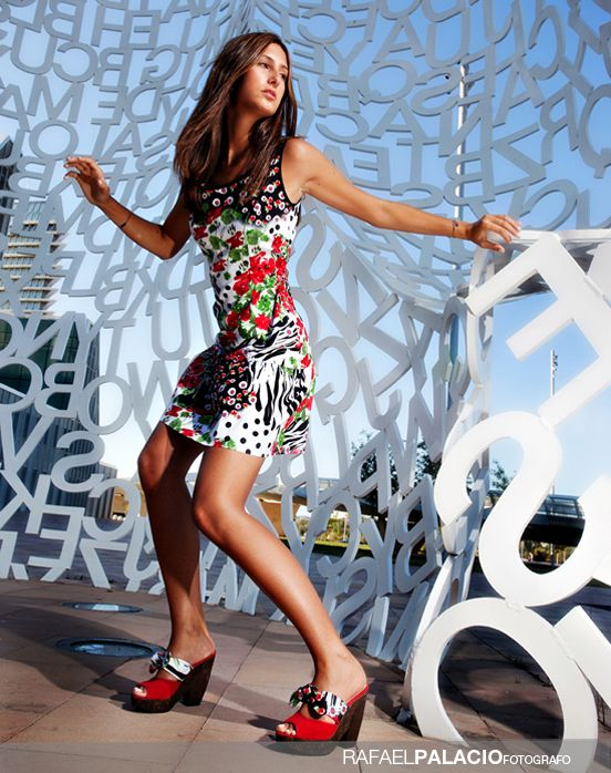 Reportaje de moda en Zaragoza. Bonita fotografía, modelo y vestido