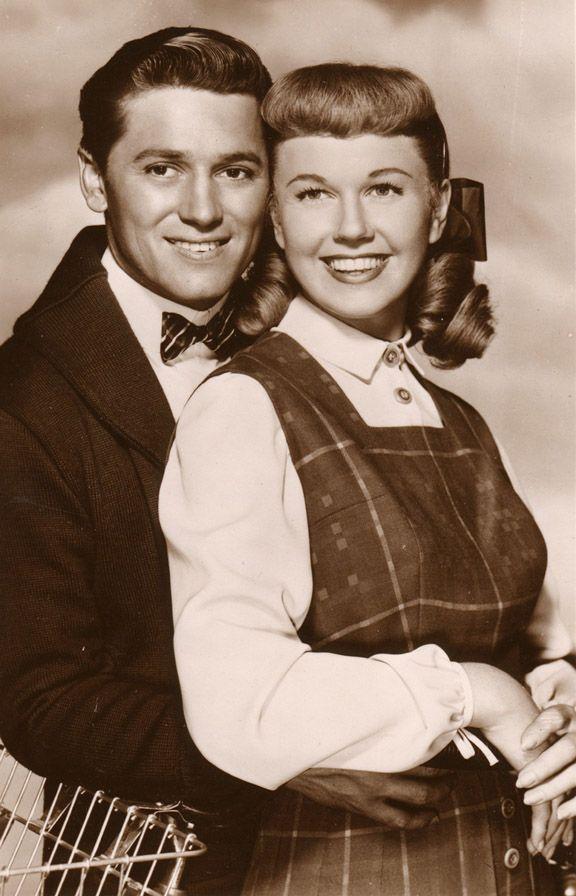 Gordon MacRae and Doris Day - On Moonlight Bay
