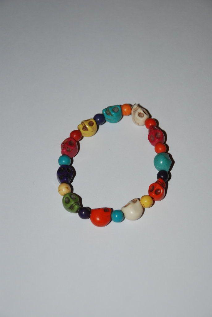 Bracciale elastico con teschi e perle colorate, by Roba Da Donne Accessori, 3,00 € su misshobby.com