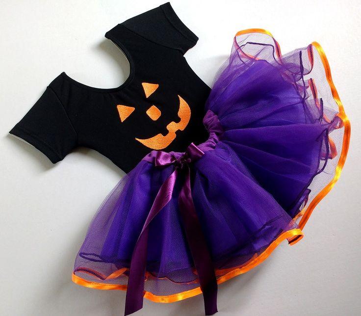 Collant personalizado + saia - Collant personalizado halloween bordado e Saia tutu bailarina roxa com barrado laranja.    Collant com elasticidade perfeita para aniversários, brincar, prática de exercícios, ginástica, esportes ou ballet. Confeccionado com fios Rhodia, dentro do mais alto padrão d...