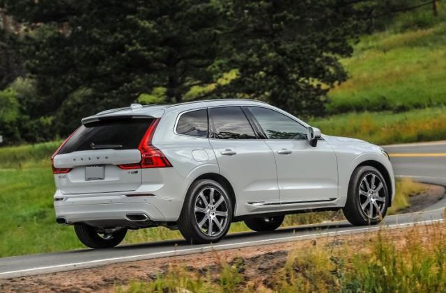 2018 Volvo XC60 T8 Plug-In Hybrid rear