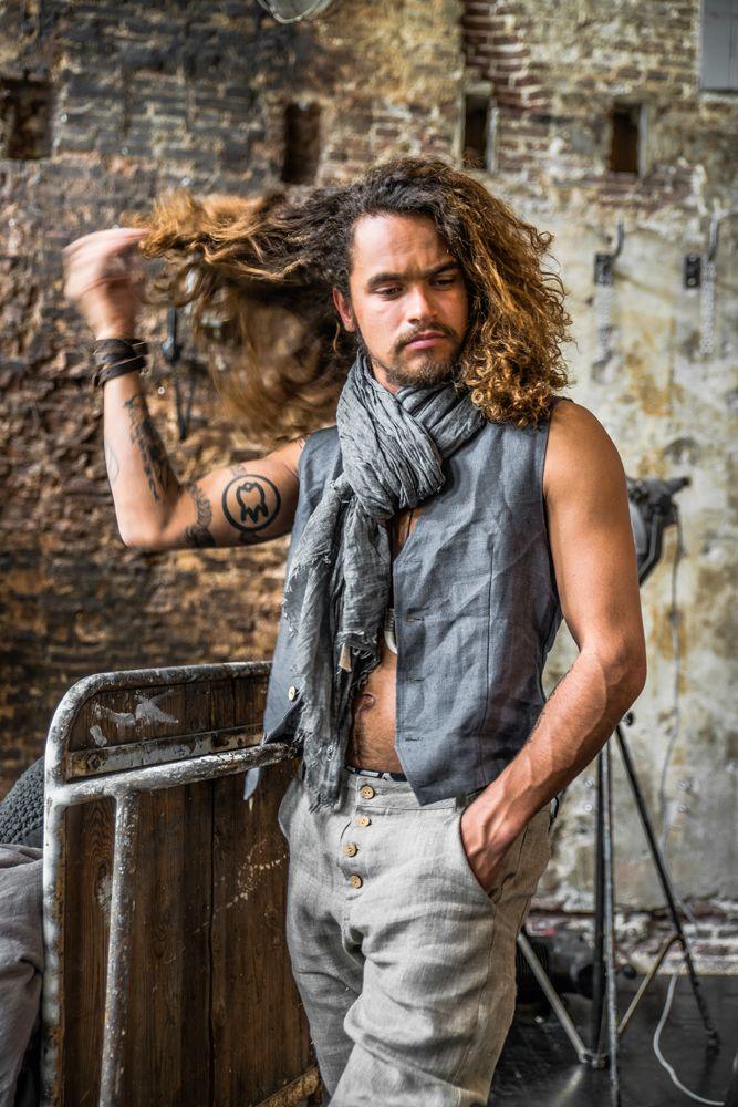 BYPIAS Unisex linen vest & linen pants for MEN / @bypiaslifestyle www.bypias.com Photography by @paulinaarcklin