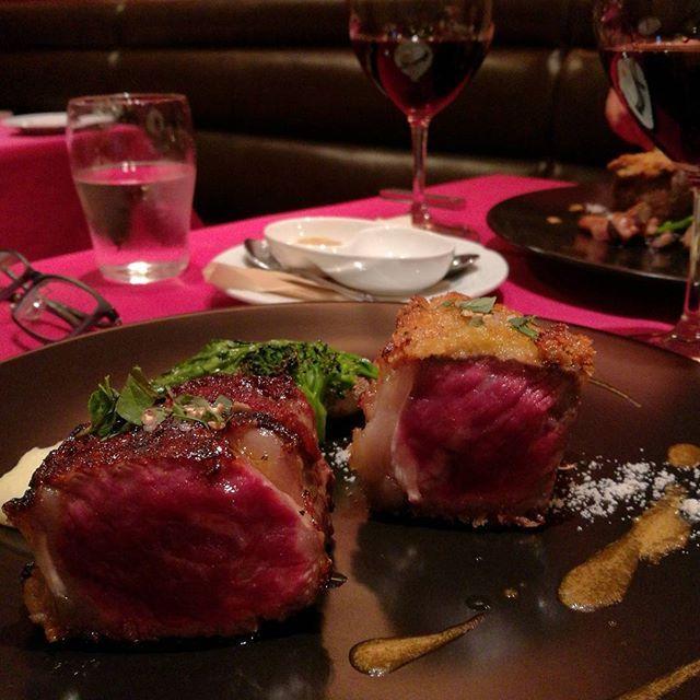 メインはもちろん熟成肉😋。ステーキとカツレツで頂きます😄。この凝縮感と熟成香がたまりまへん😋😋 . #肉 #熟成肉 #和牛 #wagyu #ステーキ #カツレツ #ワイン #赤ワイン #ボルドー #西麻布 #食べ歩き#飲み歩き . #何回食うてもここの熟成肉は旨い😋 #ステーキがストレートに旨い😆 #そして角が取れた味わいのカツレツがまた旨い😄 #ナパのワインで熟成肉とがっぷりよっつもええけど #ボルドーで上品に包み込まれるのもまた良し😊 #熟成肉とワインでララランドに行けますわ😁 .