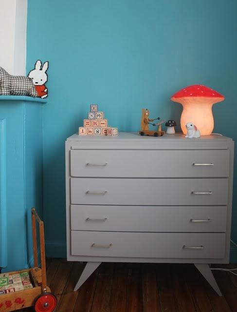 Chambre au mur bleu atoll !!!