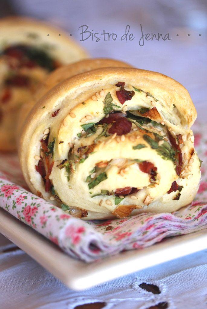 Rolls bacon, cébette et sésame {pour Battle Bread#3} ☼ ☼ ☀ ☼ ☼ ☼ ☼ ☀ ☼ ☼ ☼ ☼ ☀ ☼ ☼ ☼ ☼ Ingrédients: (pour 6 personnes) Pour la pâte à rolls : 500 g de farine 2 sachets de levure de boulanger 300 ml d'eau 4 c.à.s de l'huile d'olive de Provence 1 pincée...