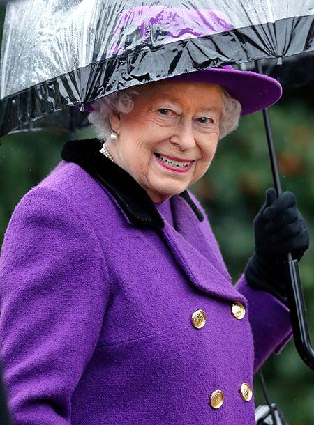 Бодра и весела: королева Елизавета II вновь появилась на публике после тяжелой болезни