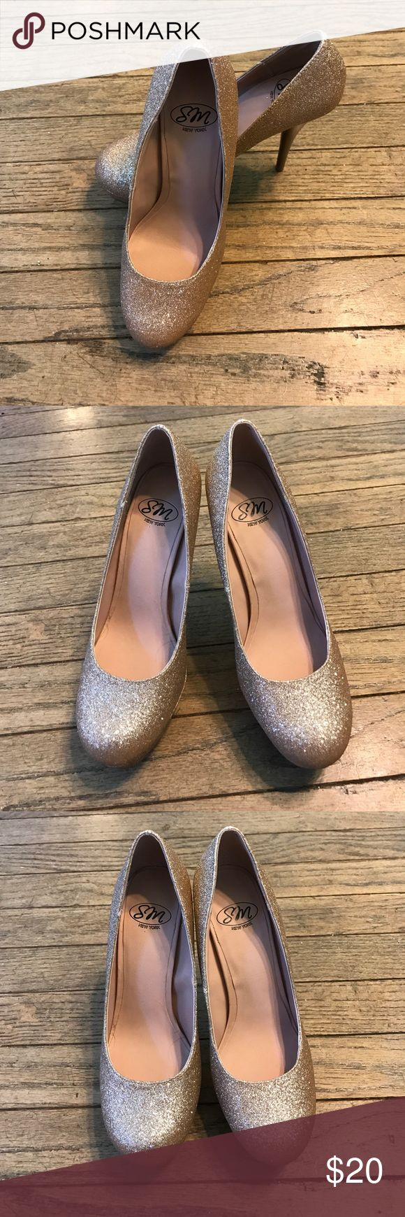 """Gold Sparkly Heels Adorable gold sparkly heels. Brand new and never worn. Perfect for a night out with a simple black dress. Also perfect for prom! The heel is 5"""". From a smoke free home. SM New York Shoes Platforms"""