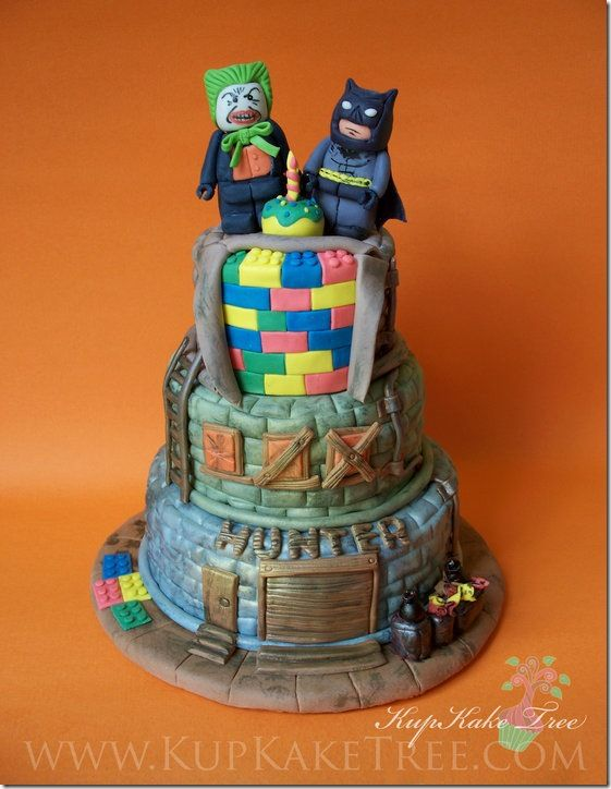 @Bethany Taylor, thought maybe you and or Ty would enjoy this! Lego Batman Cake.
