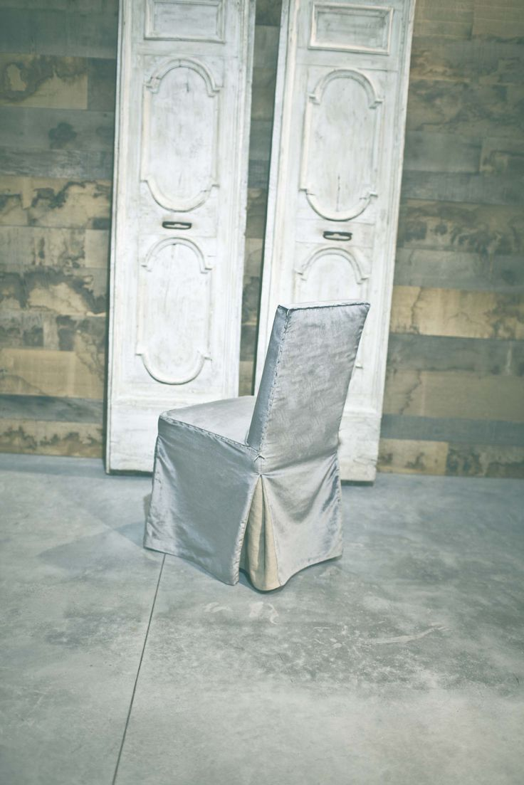 Chair with velvet and jute loose cover