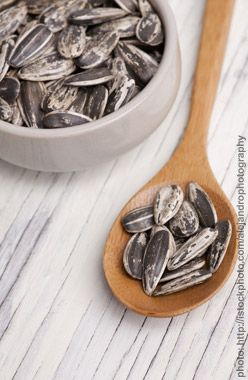 10 Brain Foods for Moms to help fight Mommy Brain.  Vitamins that help prevent memory loss