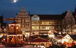 Die große Weihnachtspyramide auf dem Lüneburger Weihnachtsmarkt