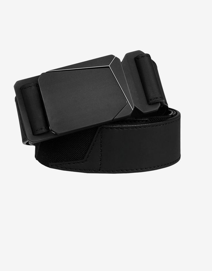 92467 Belt in rubberised leather with inserts in stretch tape. Matte black painted metal plate buckle with star motif inspired by the Stone Island logo.