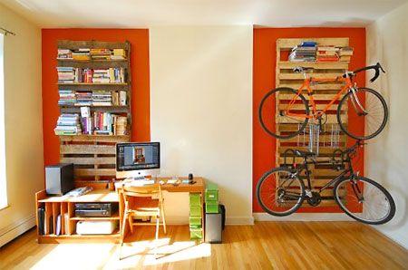 Reciclado de paneles de madera de pallets, para colgar bicicletas.