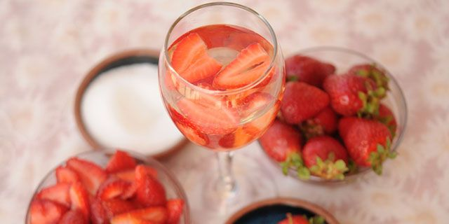 This refreshing mix of fruit and wine is drunk in Chile when the temperature rises and when the freshest fruit is in season. It can be served in a pitcher or in individual wine glasses and is best