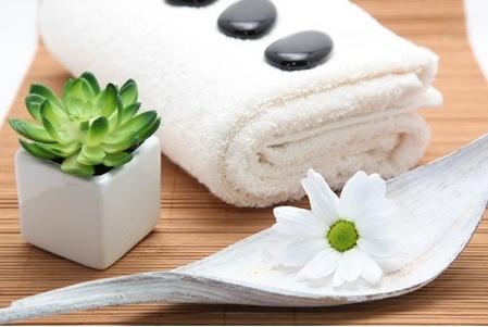 #Napoli - Pacchetto #spa con massaggio total body di 45 minuti, pulizia e trattamento viso di un'ora, ceretta completa, #manicure e pedicure