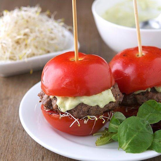 Saftiges Fleisch, frischer Salat: Burger wären das perfekte Low carb Essen, wenn da nicht das Brötchen wäre ...
