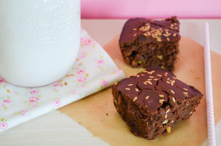 Une recette de brownie sans oeuf, sans lait, sans chocolat et sans sucre raffiné ... Et ultra gourmande !