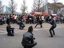 Rockabillys de domingo en el parque Yoyogi en la entrada desde la estación de Harajuku.