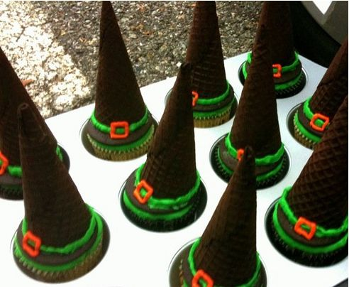 Witch Hat Halloween Cupcakes Cupcakes with icecream cones on top!! :) How clever!