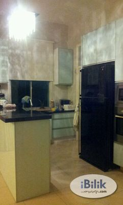 Fully Furnished Master Bedroom For Rent In Taman Molek