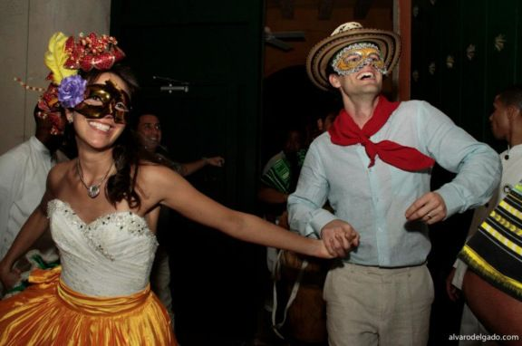 Hora loca is part of colombian wedding, this is what is worn at the reception for the dancing