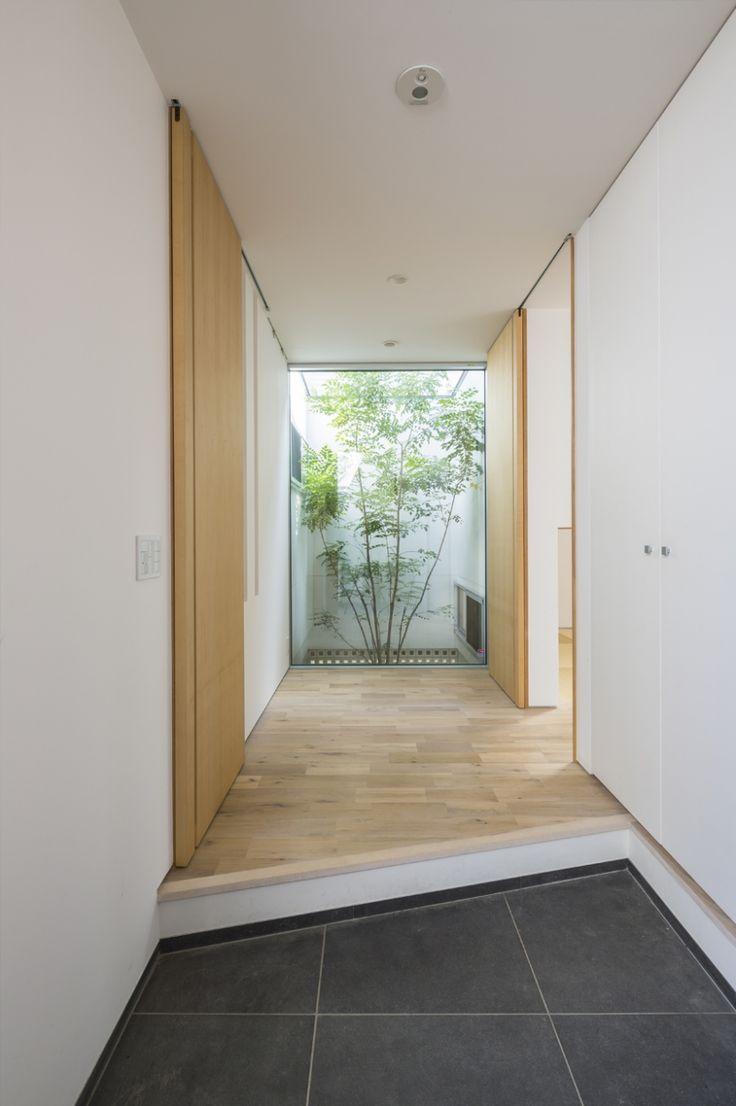 中庭のある平屋の家の部屋 玄関2
