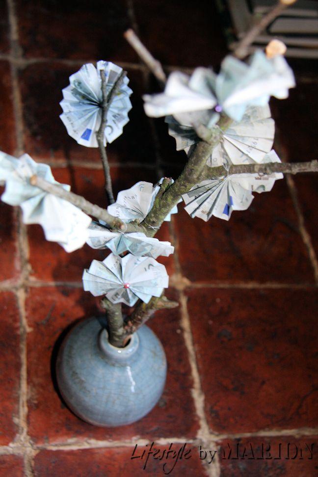 boompje met geldbloemen