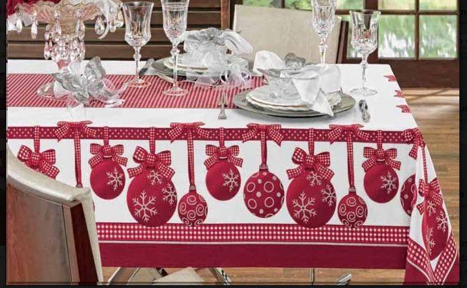 Linda toalha de mesa natalina.
