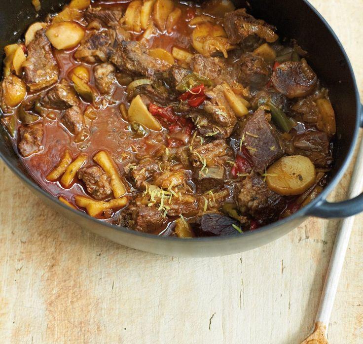 Rezept für Schichtgulasch aus dem Ofen bei Essen und Trinken. Und weitere Rezepte in den Kategorien Geflügel, Gemüse, Gewürze, Kartoffeln, Kräuter, Rind, Hauptspeise, Suppen / Eintöpfe, Schmoren, Einfach, Gut vorzubereiten, Raffiniert.