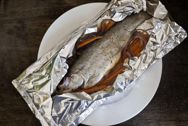 Forel en papillote. We moeten vaker vis eten, vis is gezond en mager. Dit recept is een heerlijk recept voor een lekkere forel uit de oven.