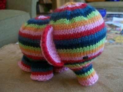 Susan B. Anderson: Elephant Knit Pattern. Super Cute. Not sure I have the skill to do this but one day I will try ;)