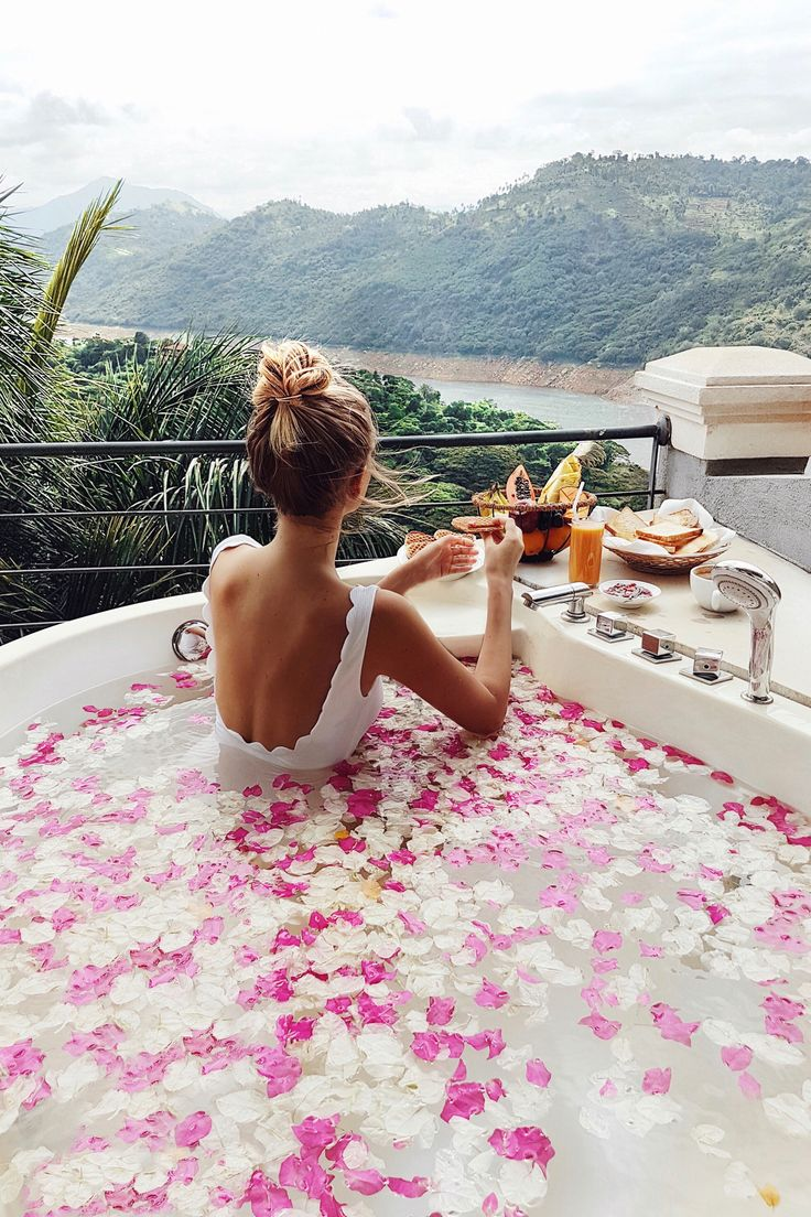 Taking a bath in rose petals at Kandy I Sri Lanka