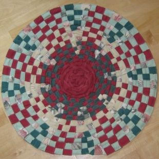 Wagon Wheel Rug Extra Warp Is Added As The Grows