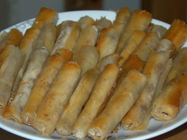 Ägyptisches Rezept für Rollen aus Filloteig, gefüllt mit Nüssen und Kokos: Gulash Goulash
