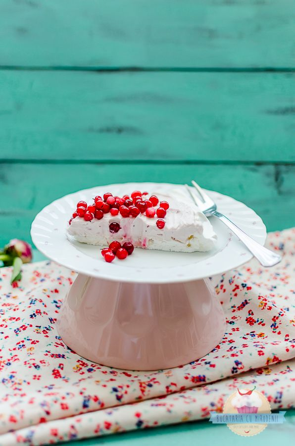Pavlova with cranberries and sage